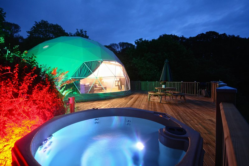 Sunridge Geodome, Luxury Self Catering Geodome with Hot Tub and Fishing in Devon, vacation rental in Yealmpton