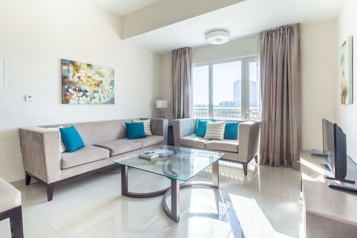 Bright Spacious 2BR Apartment in Jebel Ali, holiday rental in Jebel Ali