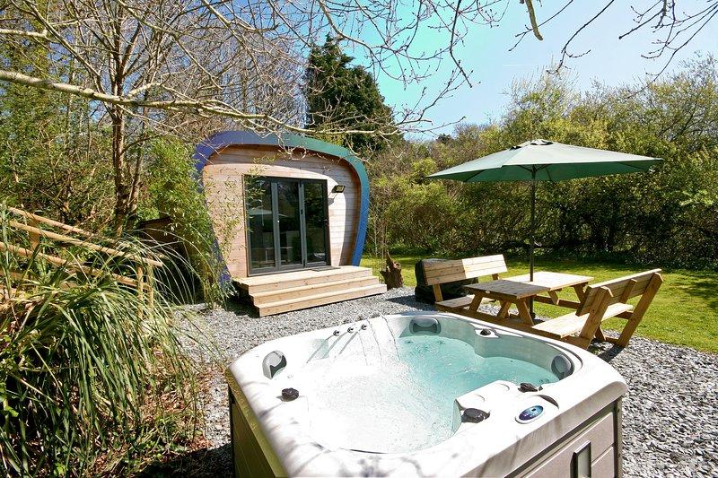Sunridge EcoPod - Luxury Self Catering Camping Pod in Devon with Hot Tub., vacation rental in Yealmpton