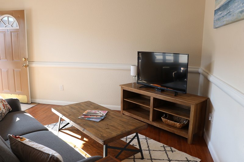 Quiet top floor 1 BD less than 20 min to downtown!, vacation rental in Chesapeake