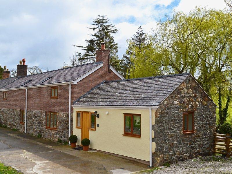 Clawdd  Offa Barn, holiday rental in Llanfynydd