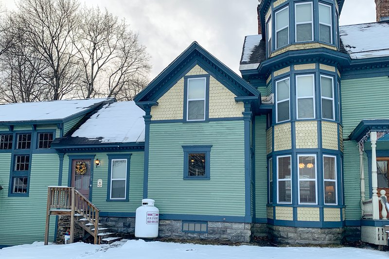 Elegant victorian with free wifi, private washer/dryer - Near Okemo, location de vacances à Proctorsville