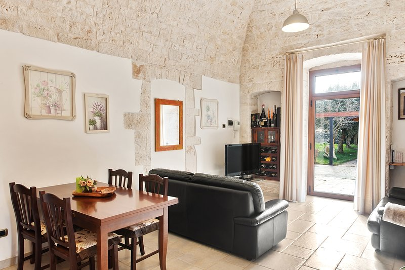 Two neighboring apartments in the countryside w/ WiFi & shared pool!, holiday rental in Gioia del Colle
