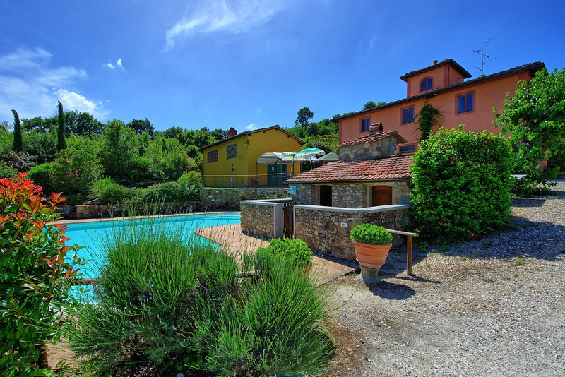 Villa Corti is a private house with pool, hot tub, A/C, WI-FI, near Florence!, vacation rental in San Casciano in Val di Pesa