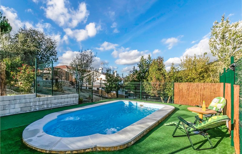 Amazing home in Puertollano with Outdoor swimming pool, Outdoor swimming pool an, holiday rental in Almedinilla