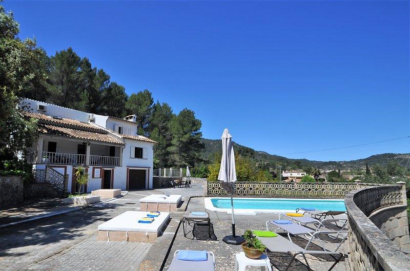 Villa LAS ENCINAS in Esporles for 8 people with 4 bedrooms, private pool and pri, location de vacances à Galilea