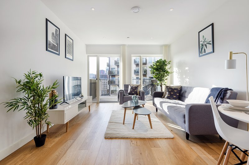 Bright East London Home with Stunning Views, holiday rental in East Ham