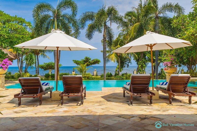 Villa Segara Murti · Lovina Private Beachfront ⭐️ ⭐️⭐️⭐️⭐️ Poolvilla, alquiler vacacional en Dencarik