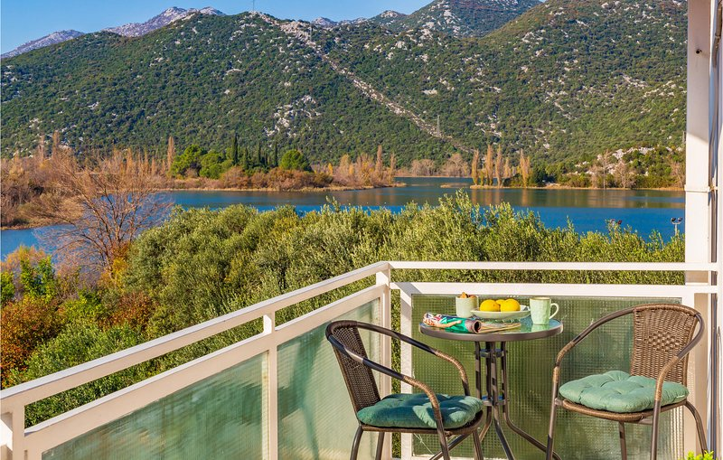 Stunning apartment in Peracko Blato with 2 Bedrooms (CDR432), location de vacances à Bacina