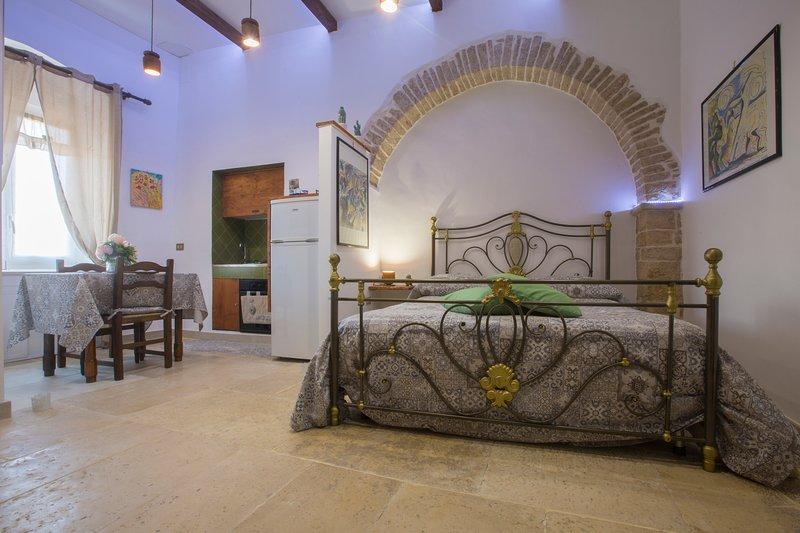 TRA ARTE CIBO E RELAX....Le Dimore di Talos, holiday rental in Castel del Monte