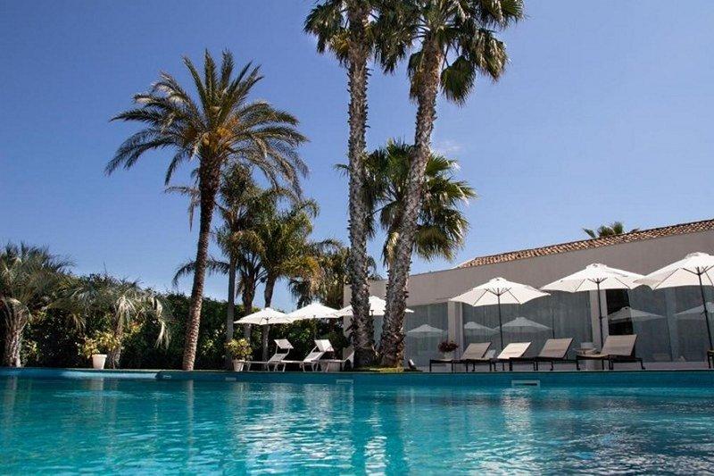 VILLA CARLINO WHITE, holiday rental in Mascali