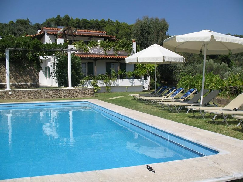 Aquarius Villa - Τraditional Greek Ηome, holiday rental in Skiathos