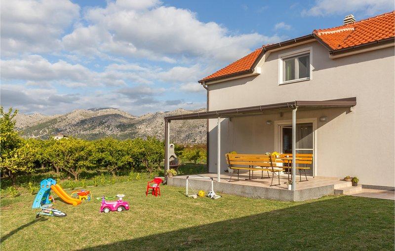 Stunning home in Opuzen with 4 Bedrooms (CDR433), casa vacanza a Opuzen