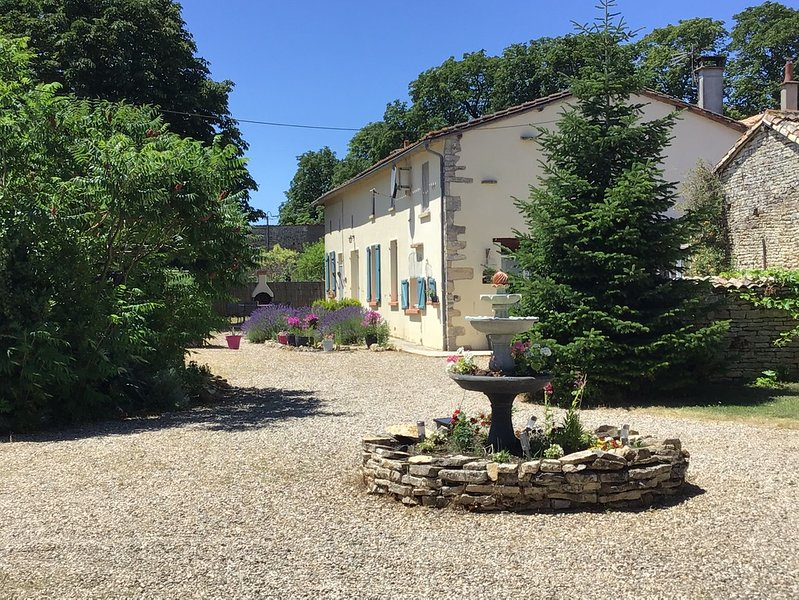 Les Arbres Du Noix, holiday rental in Vaux