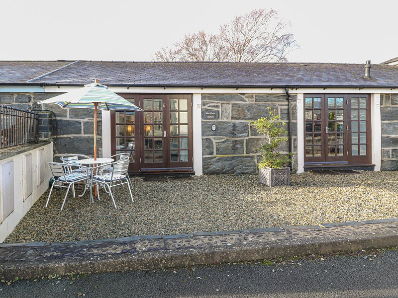 OAKLEY WHARF, ground floor apartment, spacious, attractive, WiFi, in, holiday rental in Portmeirion