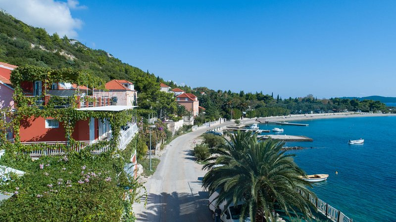 Beachfront Apartments Lucy #3(2+1), holiday rental in Kuciste