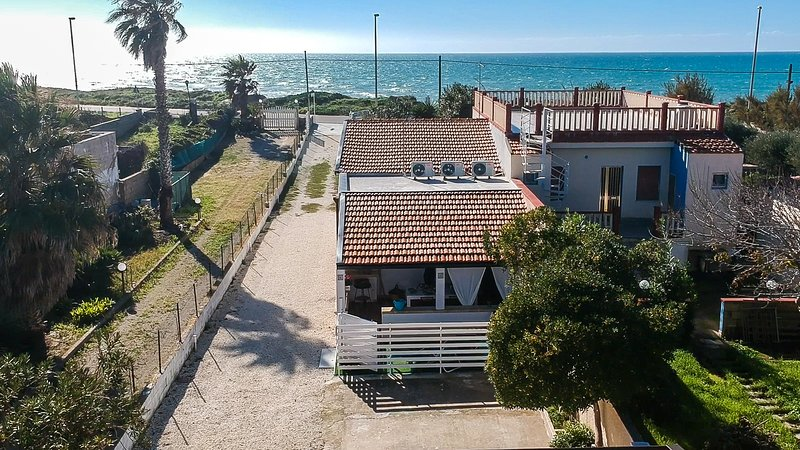 Edoné, beach front apartment  - Baia Cirica, alquiler vacacional en Ispica