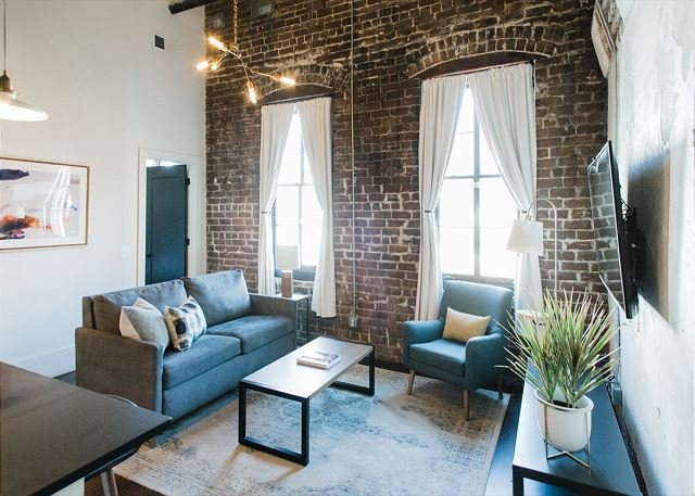 The Grand Suite at The Grant Boutique Hotel by Lucky Savannah, holiday rental in Savannah