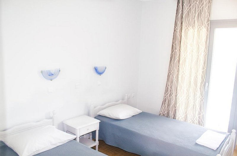 Golden Dolphin Studios - Superior Room with Sea View, holiday rental in Alykes