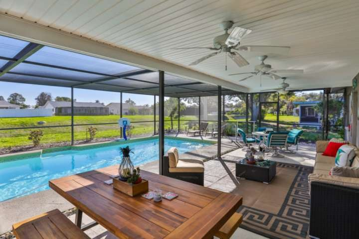 Private Pool, WIFI/Cable ,  Close to Anna Maria Island Beaches,  Restaurants and, vacation rental in Bradenton
