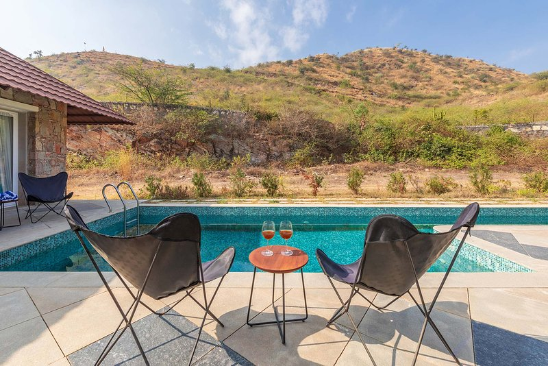 Shivnandini Farms by Vista Rooms, vacation rental in Udaipur District