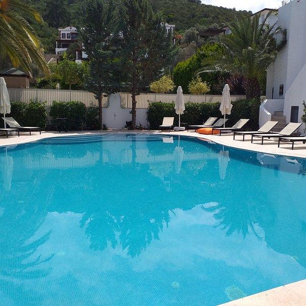 La Vida Blanca Apartments - 4, vacation rental in Torba