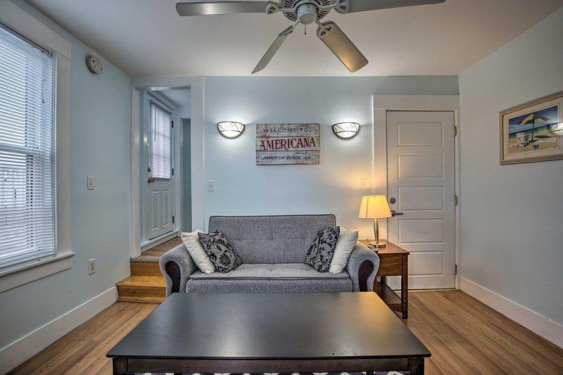 NEW! Cozy Hampton Apartment - Walk to Beach & Eats, casa vacanza a Seabrook