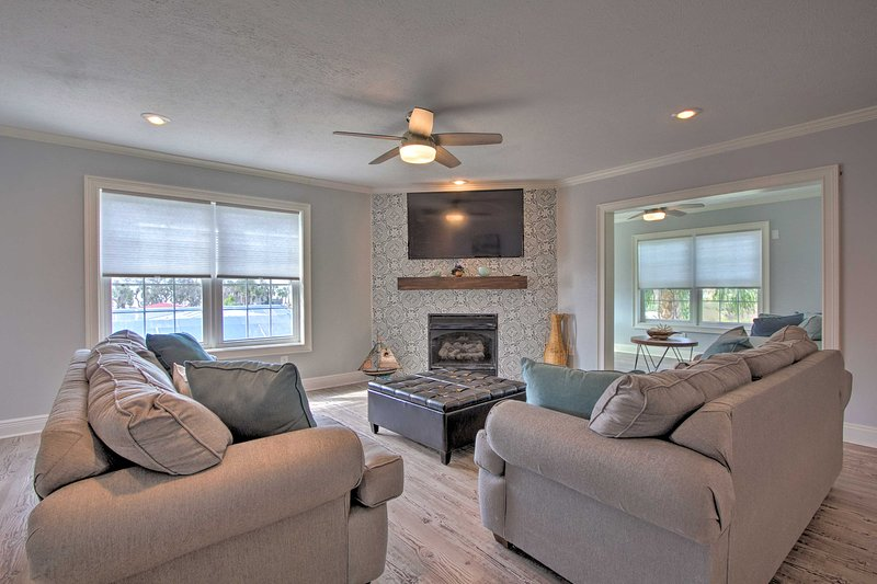 NEW! Oceanside Sanctuary w/ Bikes, Steps to Beach!, vacation rental in Mexico Beach