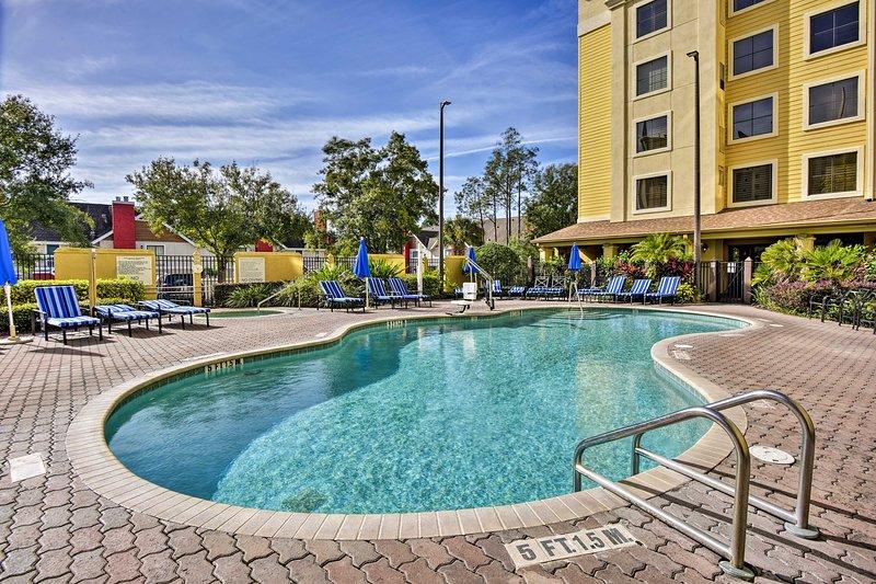 NEW! Orlando Condo w/ Pool ~2 Miles to Universal!, casa vacanza a Windermere