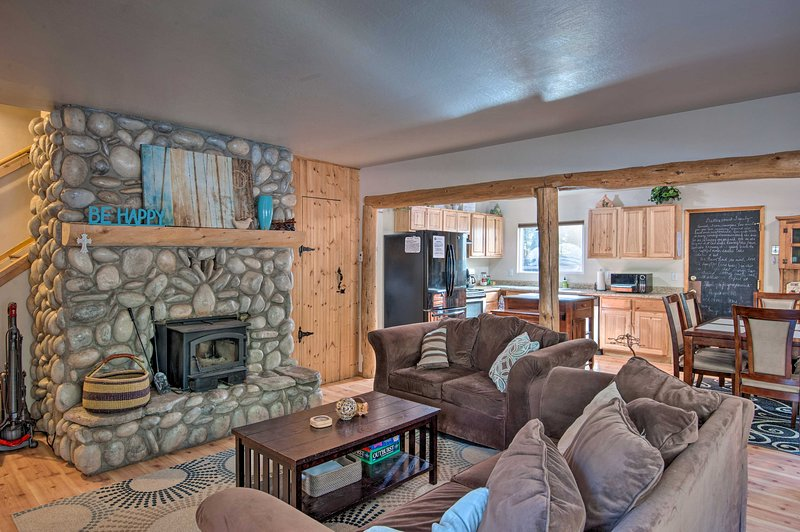 NEW! Rustic Mountain Charm Near Heavenly & Tahoe!, casa vacanza a Markleeville