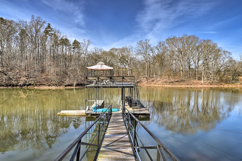 This house is located right on Lake Hartwell!