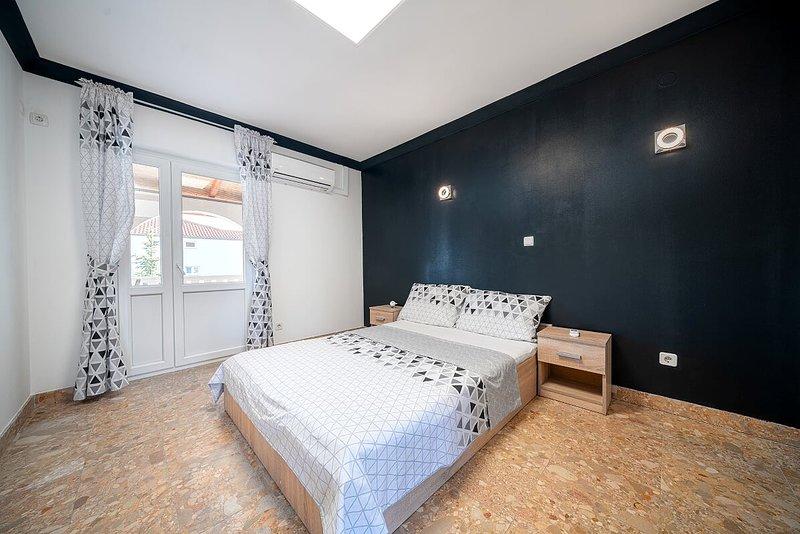 Appartements KATICA -1, vacation rental in Prvic Sepurine