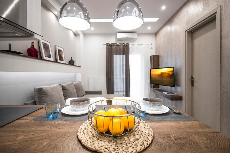 InCityBnB - DIAGONAL Suite, alquiler vacacional en Agios Pavlos
