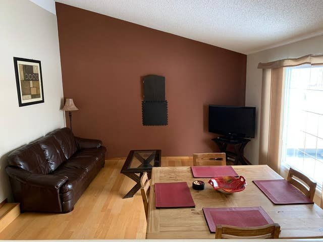 TOP WOOD 4 Bedroom House, holiday rental in Fort McMurray