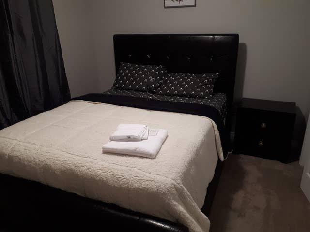 Eazi Queen Bedroom, holiday rental in Fort McMurray