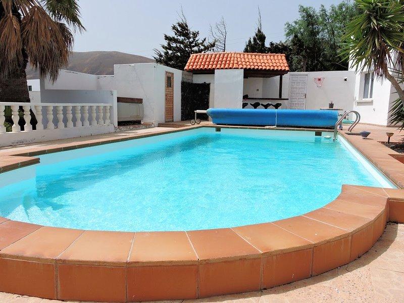 Amazing villa with swimming-pool, alquiler de vacaciones en Mácher