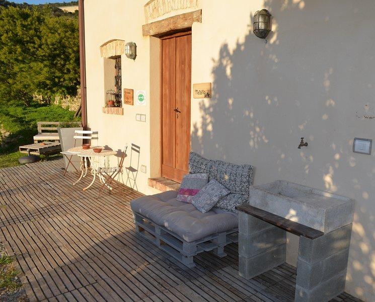 Big house with sea view & terrace, location de vacances à Vallecrosia