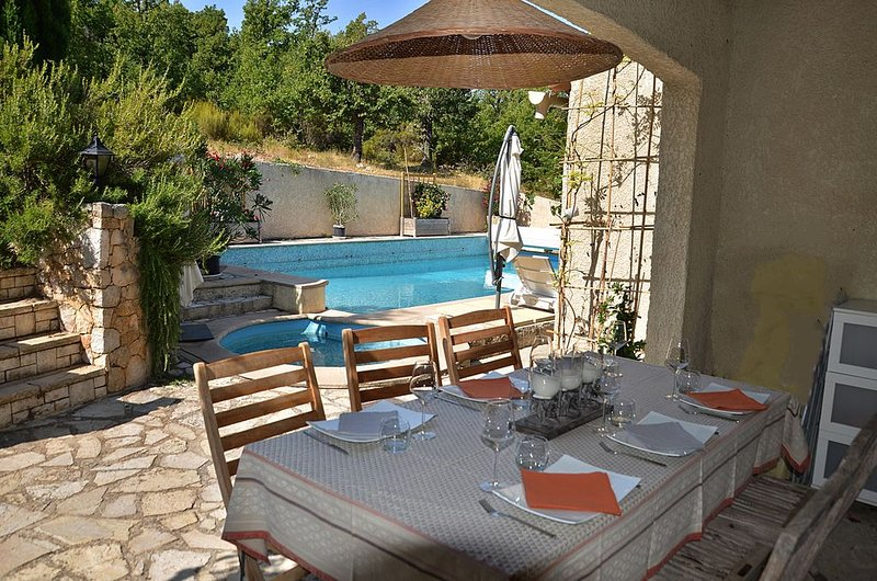 Beautiful house with shared pool, location de vacances à La Bastide