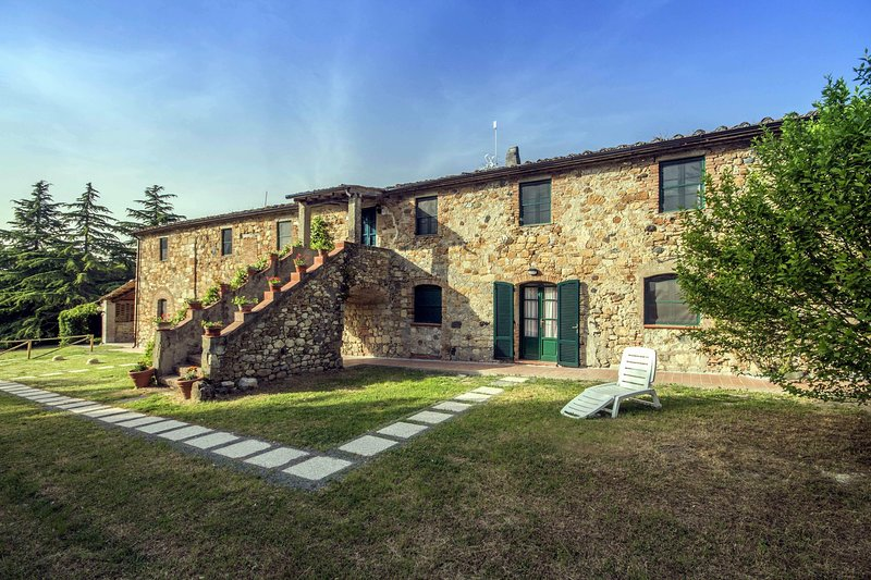 Nice,comfortable,typical Tuscan lodging in a lovely farmhouse,D2,air conditioned, vacation rental in Malandrone