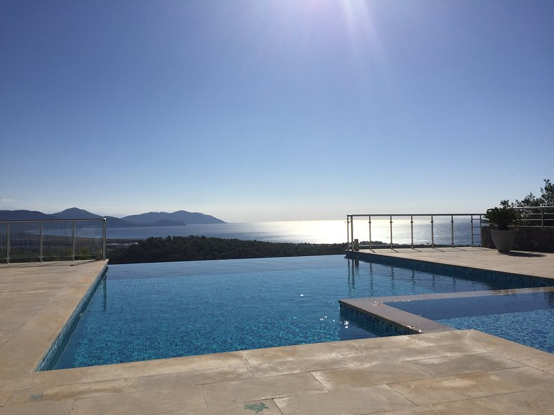 Villa infinity 4 Bed 4 Bath with stunning sea & mountain views, holiday rental in Sarigerme