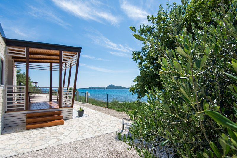 Porch,Patio,Vegetation,Pergola,Deck
