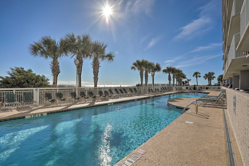 Seaside Escape w/ Direct Beach + Pool Access!, holiday rental in North Myrtle Beach