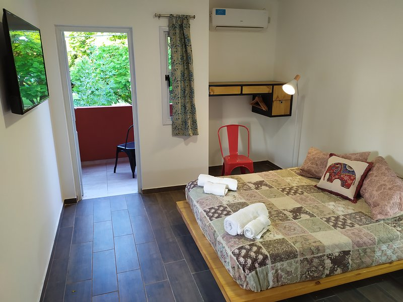 Double room with private bathroom and shared kitchen (with another double room)