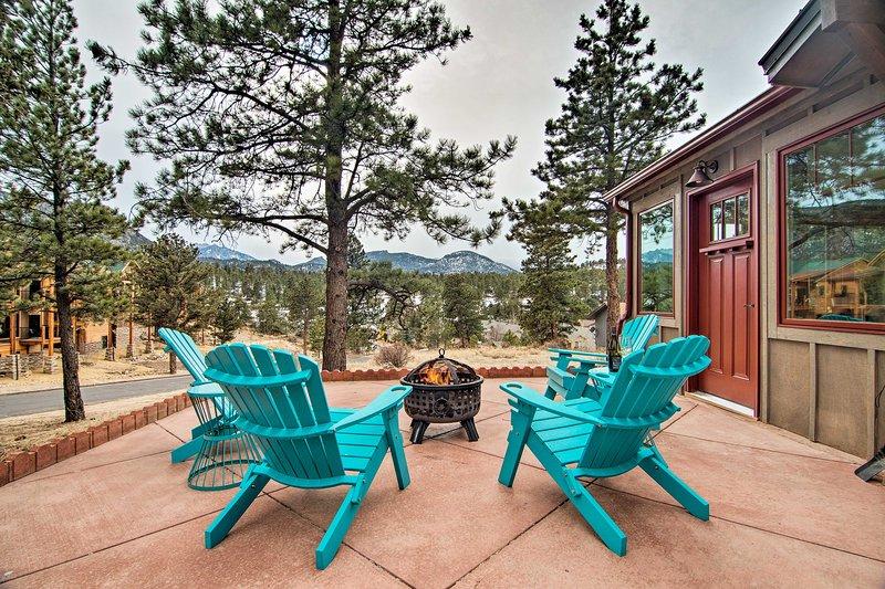 Charming Estes Park Cabin w/Patio & Mountain Views, vacation rental in Estes Park