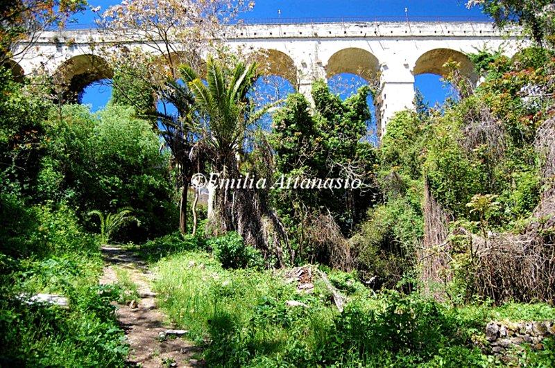 The bridge 'Padre Scopetta' in Ragusa and 'Cava Santa Domenica' - 25 km from the house