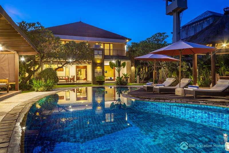 Large Luxury 5Br Poolvilla with Free Breakfast!, holiday rental in Kuta