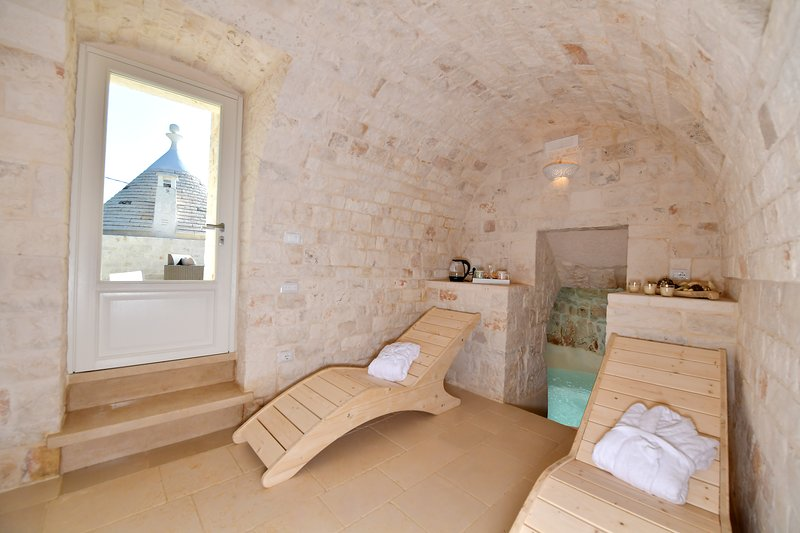Trulli Santa Croce Luxury Holiday in Valle D'Itria, vacation rental in Cocolicchio