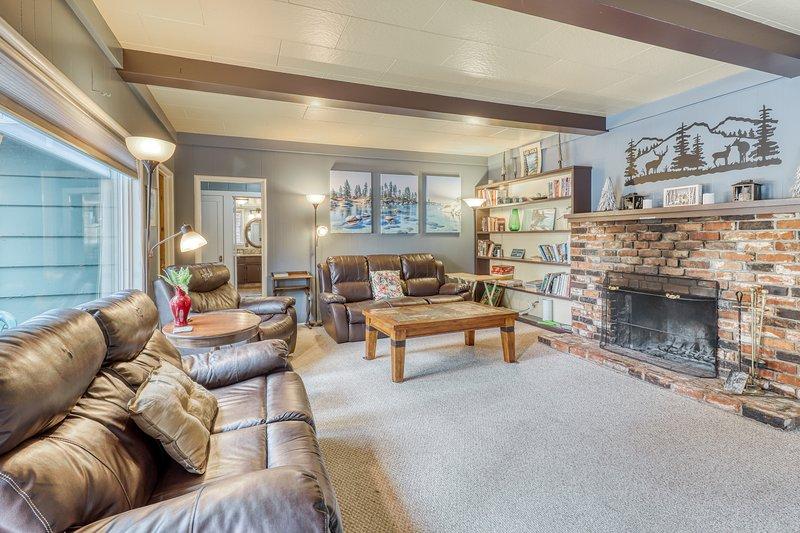 Spacious, dog-friendly home in a great location, location de vacances à Brockway