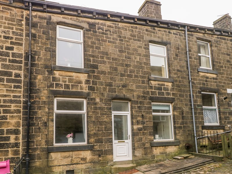 5 Woodville Terrace, Haworth, holiday rental in Laycock