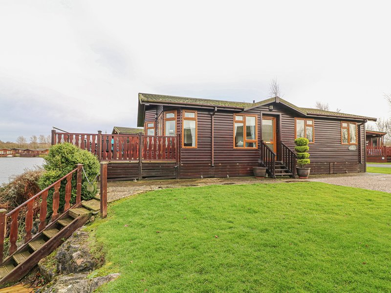 Tarn View Lodge, South Lakeland Leisure Village, casa vacanza a Warton